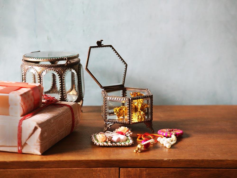 glass-box-with-chocolates-fanusta